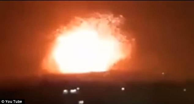 Căn cứ quân sự ở Syria bị nã tên lửa dữ dội, gây động đất - 1