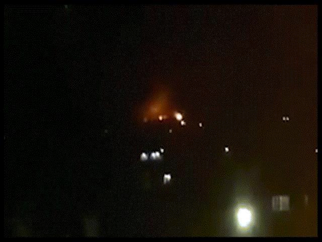 Căn cứ quân sự ở Syria bị nã tên lửa dữ dội, gây động đất