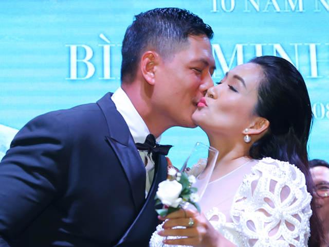 Bình Minh hôn vợ say đắm trong ngày kỷ niệm 10 năm cưới