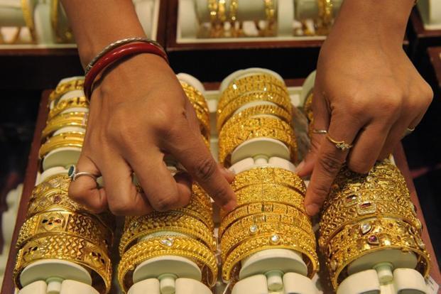 Giá vàng tuần này: Chuyên gia nói giảm, nhà đầu tư bảo tăng - 1