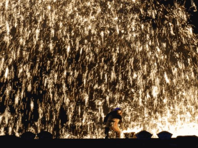 Pháo hoa trăm tuổi nóng ngàn độ khủng chưa từng thấy ở Trung Quốc