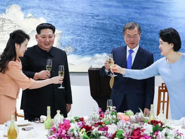 Tại sao ông Kim Jong-un không hút thuốc khi gặp tổng thống Hàn Quốc?