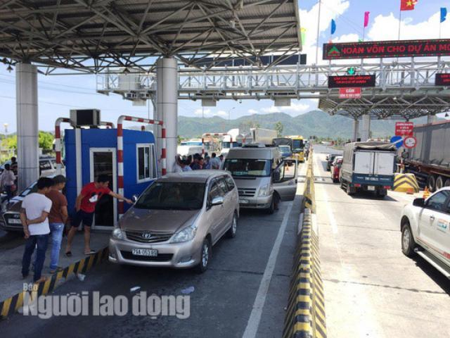 Tài xế giật vé, đuổi đánh nhân viên, BOT Ninh Lộc liên tục xả trạm