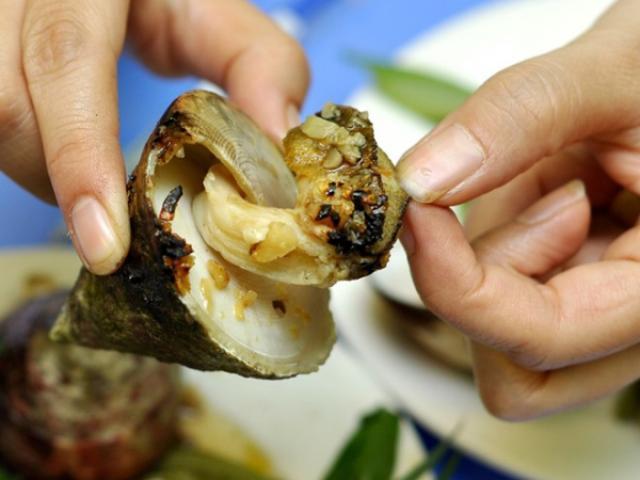 """Ốc vú nàng - món ăn khiến du khách """"chết mê"""" khi đến vùng biển"""