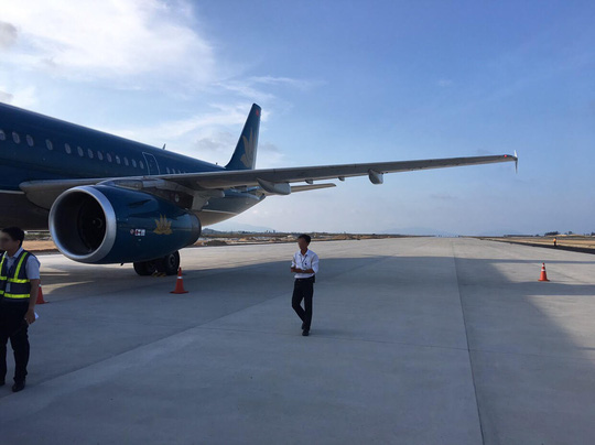 Vụ hạ cánh nhầm đường băng ở Cam Ranh: VNA xin lỗi hành khách chuyến bay VN7344 - 1