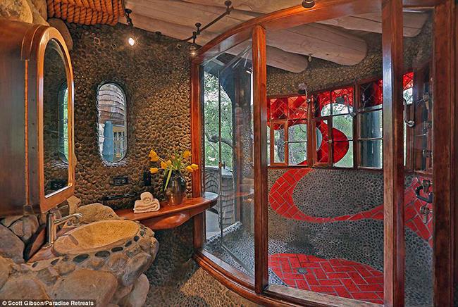 Một trong những thiết kế phòng tắm kỳ lạ
