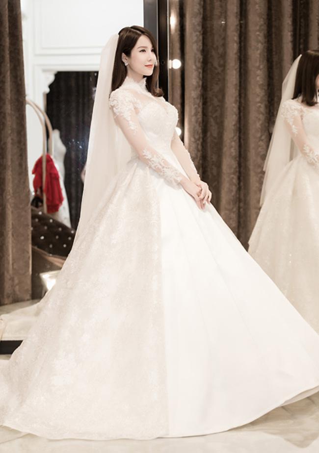 Hé lộ váy cưới hơn trăm triệu của Diệp Lâm Anh - 1