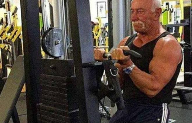 """Sững sờ: Cơ bắp siêu khủng, nam VĐV thể hình U80 """"chiếm hữu"""" nàng 20 - 1"""
