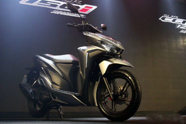 Giới truyền thông Thái Lan hôm 2/5/2018 cho biết, Honda đã chính thức tung ra thị trường nước này hai mẫu xe tay ga mới là Click 150i và Click 125i.