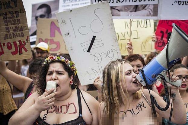"""Ngàn phụ nữ Do Thái """"cởi trần"""" biểu tình, đòi quyền tự do - 1"""