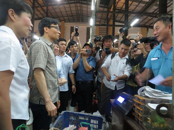 Phó Thủ tướng thị sát chợ đầu mối lớn nhất TPHCM lúc rạng sáng - 1