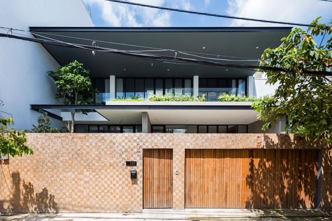 Mới đây, tạp chí kiến trúc hàng đầu thế giới ArchDaily đã đăng tải về một căn nhà ở Thành phố Hồ Chí Minh và dành khá nhiều lời khen ngợi kiến trúc sáng tạo của nó.