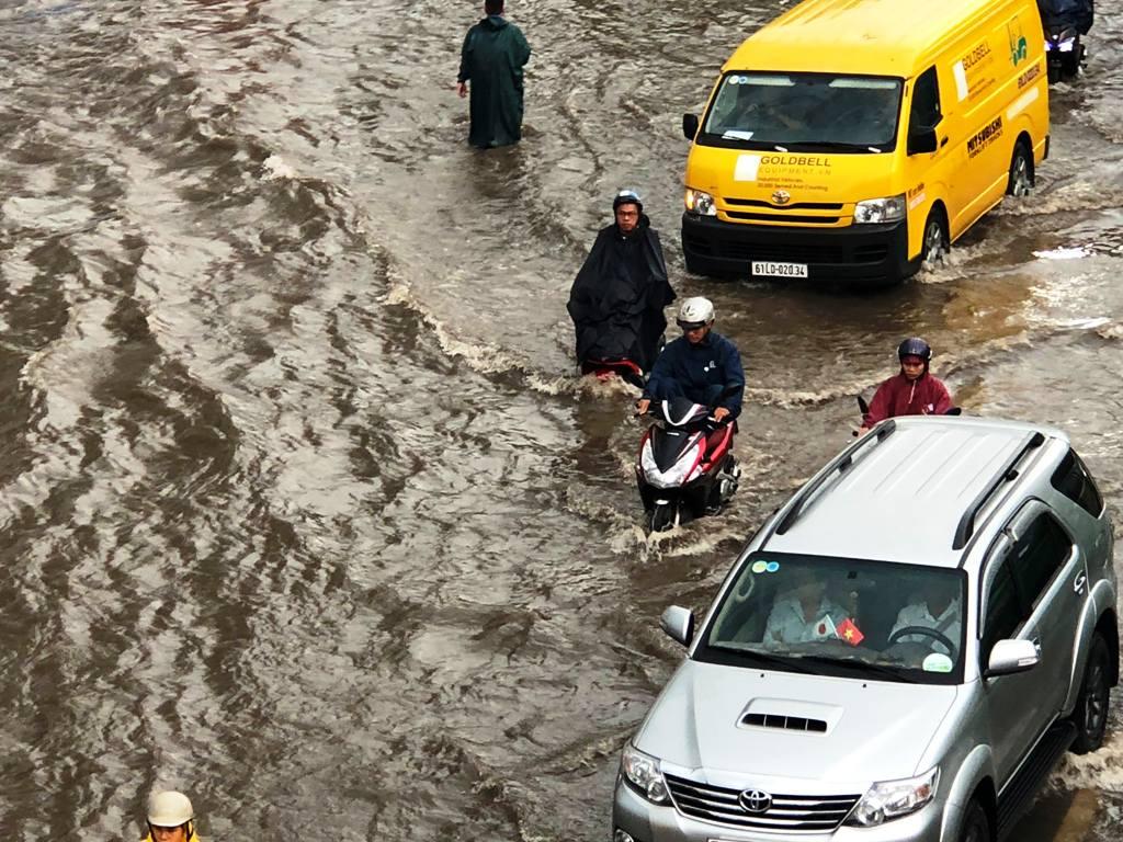 """Có """"quái vật"""" hút nước và hình ảnh không thể ngờ ở """"rốn ngập"""" Sài Gòn - 1"""