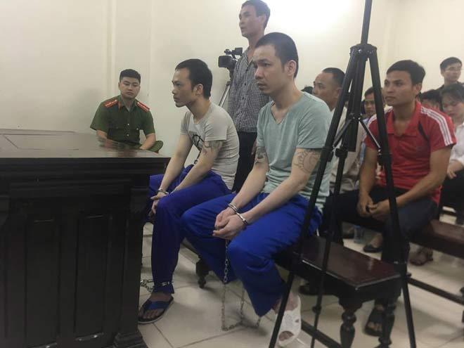"""Hai tử tù Thọ """"sứt"""", Nguyễn Văn Tình bị còng tay, xích chân đưa tới tòa - 1"""