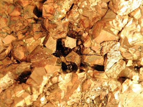 Giá vàng hôm nay 10/5: SJC nhích dần, vàng thế giới dậm chân tại chỗ - 1