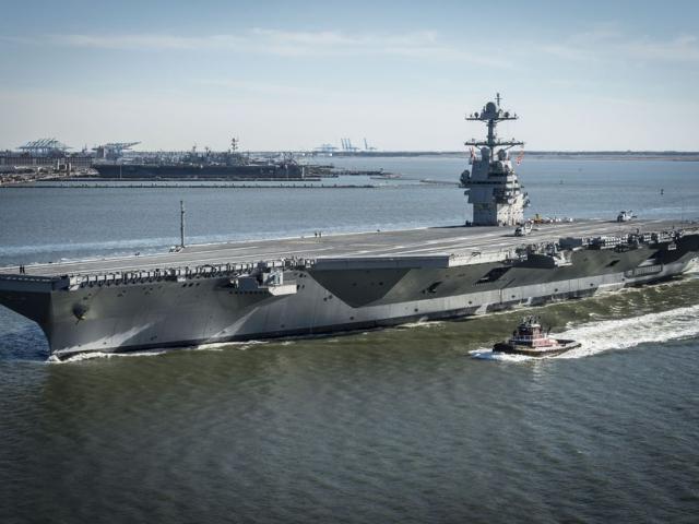 Tàu sân bay 13 tỷ đô của Mỹ chết máy giữa biển khi tàu Nga bám đuổi