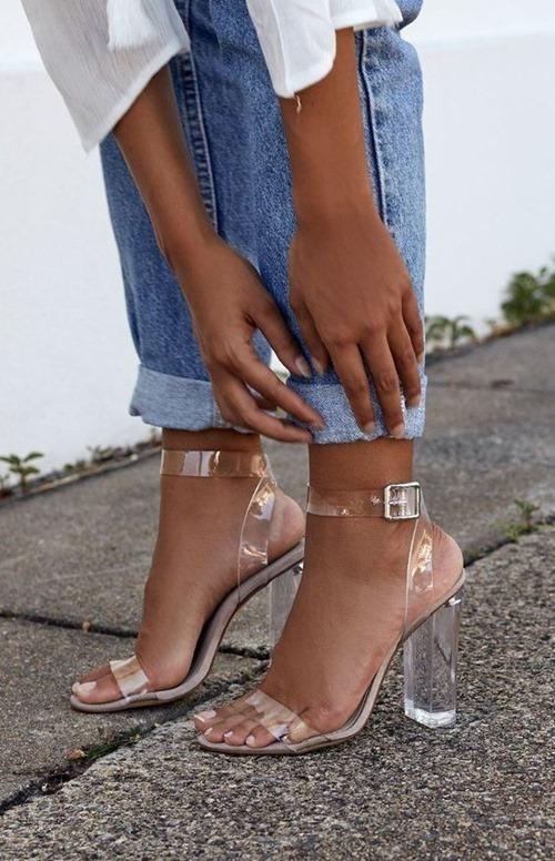 Kiểu giày thảm họa, nóng, bí chân nhất mùa hè - 1