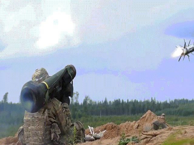 Xem tên lửa chống tăng vác vai đáng sợ nhất thế giới FGM-148 Javelin