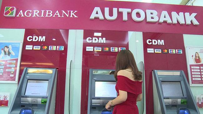 Ngân hàng đồng ý chưa tăng phí ATM - 1