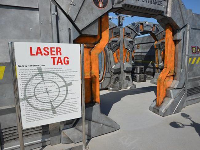 Tầng trên cùng cũng là khu vực cho khóa học Laser Tag, chỉ mở lúc buổi tối