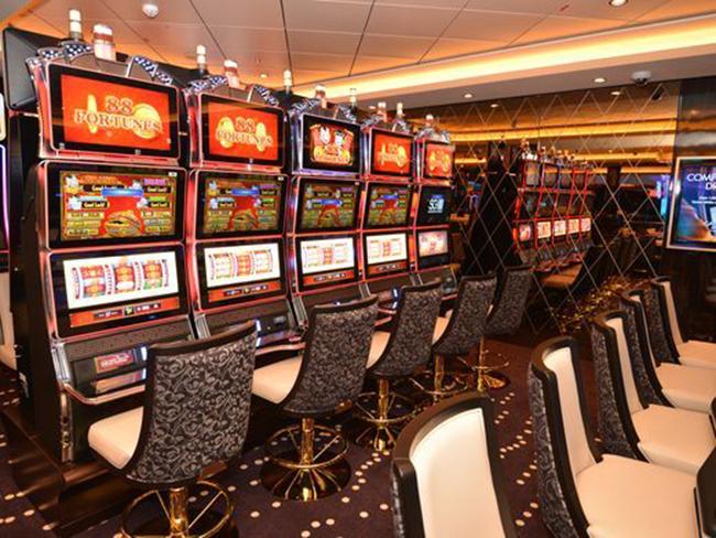Hàng trăm máy đánh bạc nằm tại sòng bạc Bliss Casino