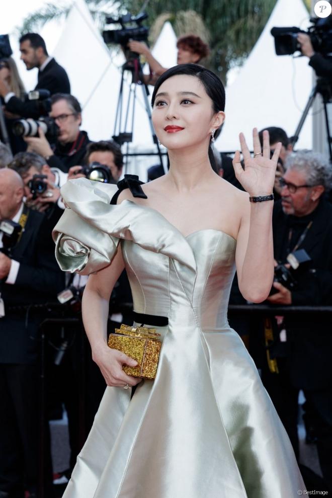 Phạm Băng Băng lộng lẫy như nữ thần, chiếm sóng thảm đỏ Cannes ngày thứ 4 - 1