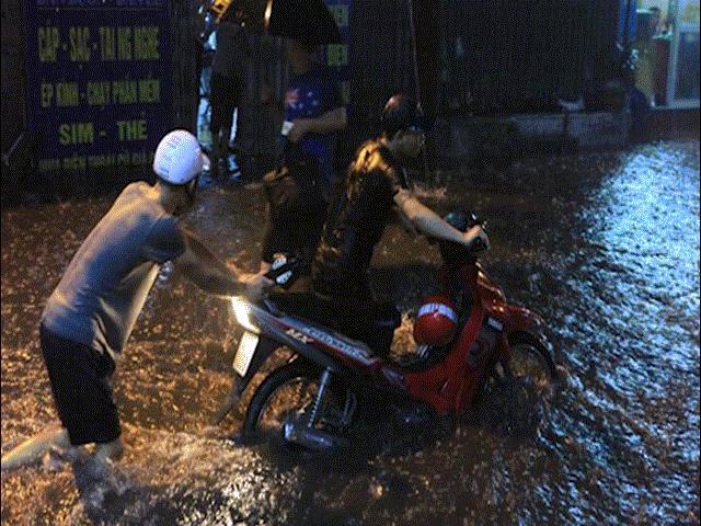 Đây là nguyên nhân khiến Hà Nội mưa như trút nước, ngập khắp nơi