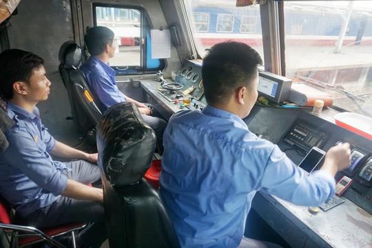 """Muốn lái tàu, không còn phải """"khám cơ quan sinh dục"""" - 1"""