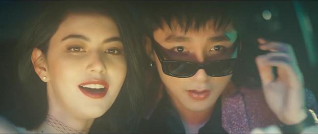 """MV mới nhất của Sơn Tùng mang tên """"Chạy ngay đi"""" trở thành MV của VN có lượt view """"khủng"""" nhất sau 1 ngày ra mắt. Góp công trong đó phải kể đến nữ diễn viên người Thái Lan - Mai Davika."""