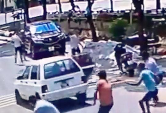 Hàng chục thanh niên nổ súng, chém nhau loạn xạ khi đi đòi nợ - 1