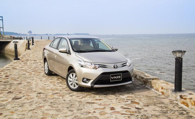 """Doanh số xe Toyota tháng 4/2018: Xe lắp ráp """"cứu cánh"""" xe nhập khẩu - 1"""