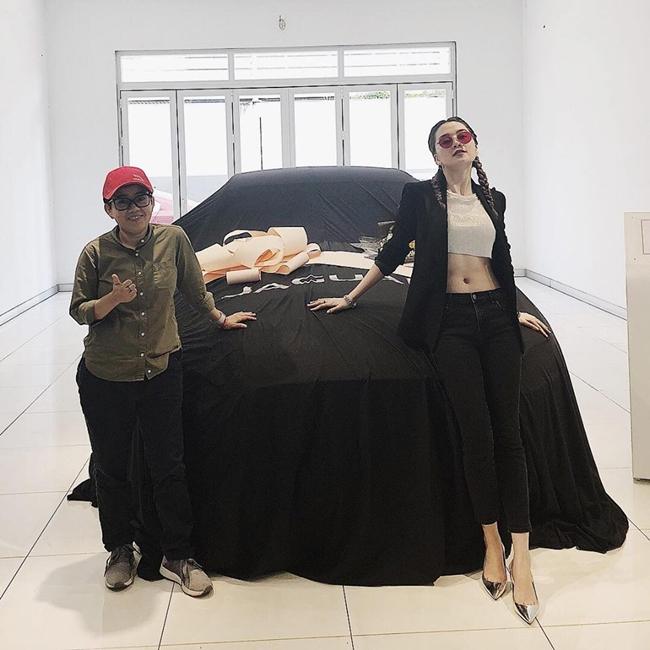 Nữ ca sĩ 9X tự hào khoe chiếc ô tô mới sắm cùng Phương Uyên.