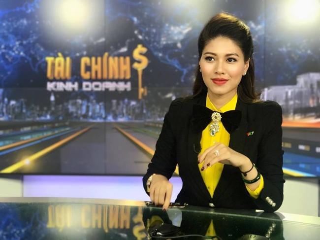 Ngọc Trinh là gương mặt quen thuộc của VTV24 khi dẫn chương trình Bản tin tài chính.