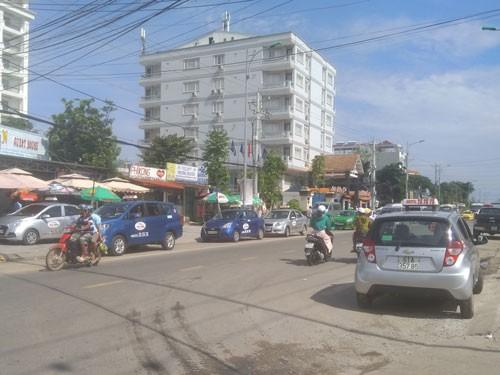 Taxi ồ ạt tràn ra Phú Quốc - 1