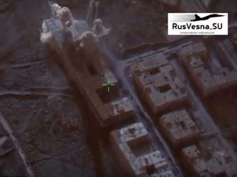 Video: Chiến đấu cơ Su-34 Nga ném bom 5 tạ diệt khủng bố ở Syria - 1