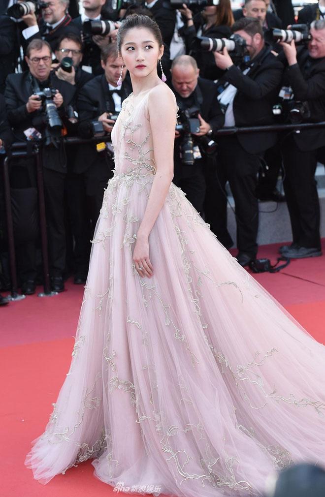 Dàn mỹ nhân hàng đầu Trung Quốc đua nhau diện váy màu nude tại Cannes - 1