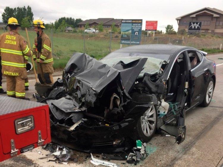 Lại thêm một mẫu xe của Tesla bị điều tra sau khi gây tai nạn - 1