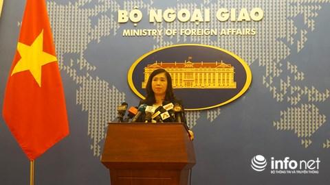 """Bộ Ngoại giao lên tiếng vụ 14 du khách Trung Quốc mặc áo in hình đường """"lưỡi bò"""" - 1"""
