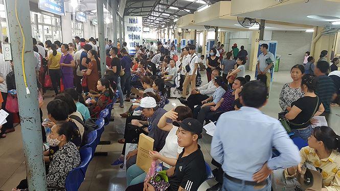 Ghé thăm những bệnh viện ở Hà Nội ngày nắng nóng như đổ lửa - 1