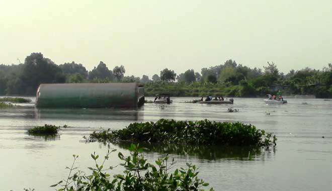 Vụ chìm sà lan trên sông Đồng Nai: Đã tìm thấy thi thể hai bà cháu - 1