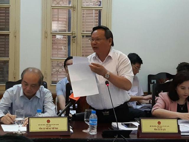"""Khách Trung Quốc mặc áo in """"đường lưỡi bò"""": Chỉ là """"sự cố nhỏ""""?"""