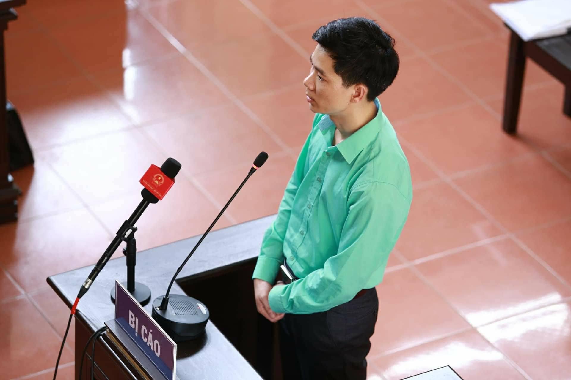 Bác sĩ Hoàng Công Lương lý giải việc mặc áo xanh suốt 3 ngày dự tòa - 1