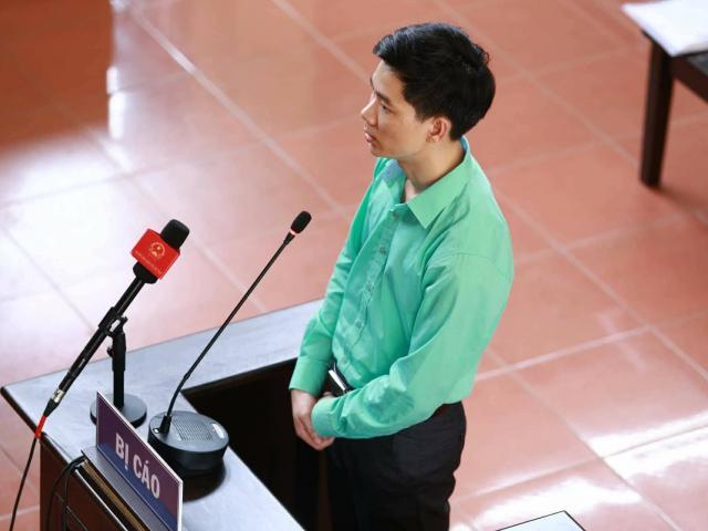 Bác sĩ Hoàng Công Lương lý giải việc mặc áo xanh suốt 3 ngày dự tòa