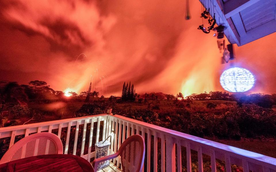 Kinh sợ cảnh bầu trời rực cháy như hoả ngục vì núi lửa Hawaii - 1