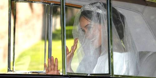 Váy cưới Givenchy thanh lịch của tân công nương Anh - 1