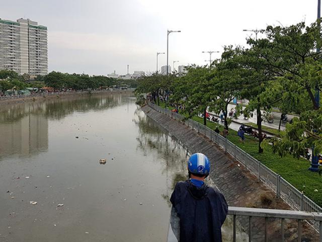 Thiếu niên mất tích trong cơn mưa lớn ở Sài Gòn