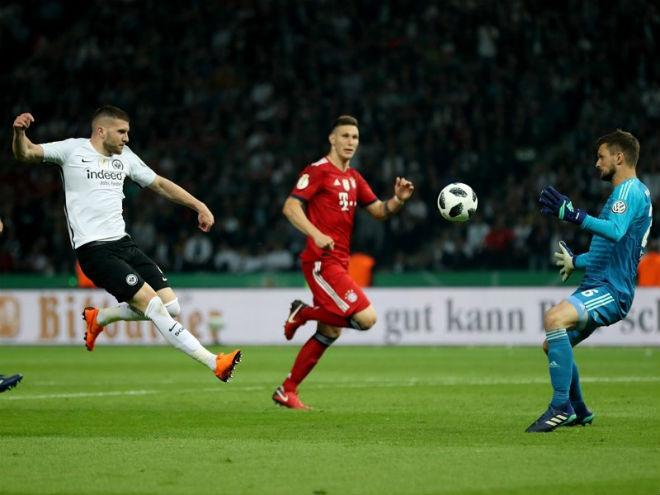 Bayern Munich - Frankfurt: Đòn đau phút 90+6, cúp vô địch vỡ tan - 1