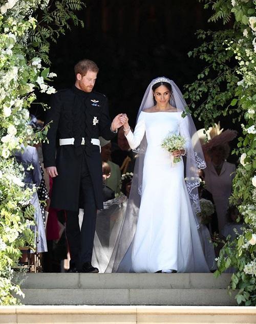 Váy cưới của 2 nàng dâu hoàng gia liên tiếp bị copy - 1