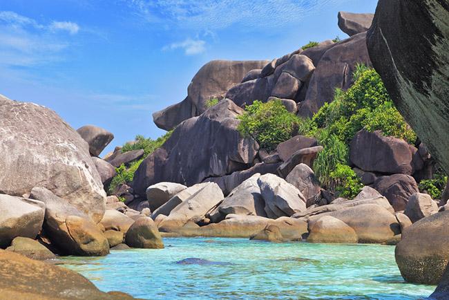 Quần đảo Similan, Thái Lan: Bao gồm một nhóm 11 hòn đảo nằm ngoài khơi bờ biển phía tây của Thái Lan ở Biển Andaman, quần đảo Similan là những hòn đảo tuyệt đẹp được chính phủ Thái Lan bảo vệ.