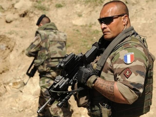 """Putin """"bật đèn xanh"""", Syria bắt sống 300 đặc nhiệm Pháp ở Syria?"""